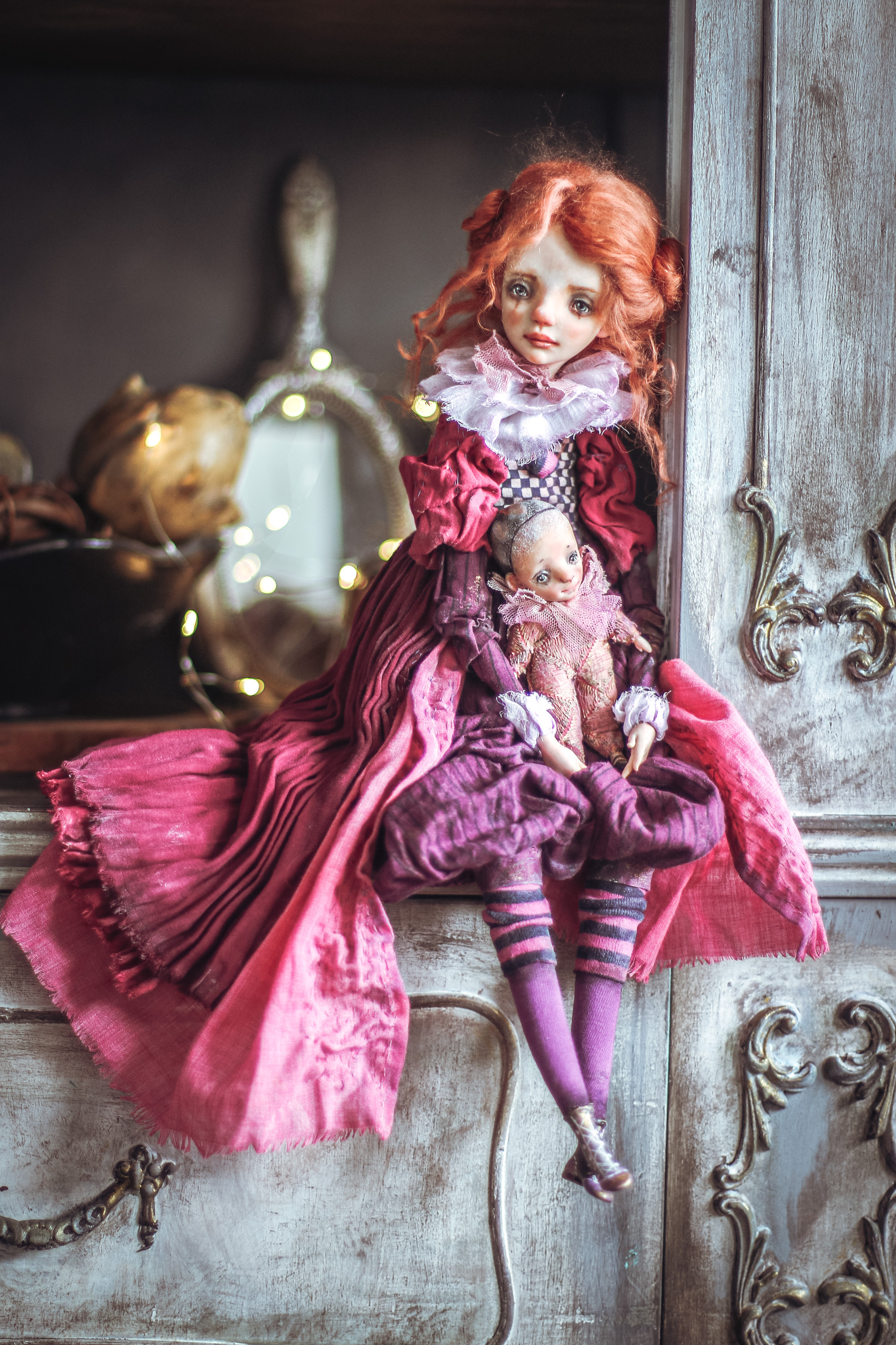 Helena Oplakanska One of a kind 2021 Girl in pink and plums at the Dollery
